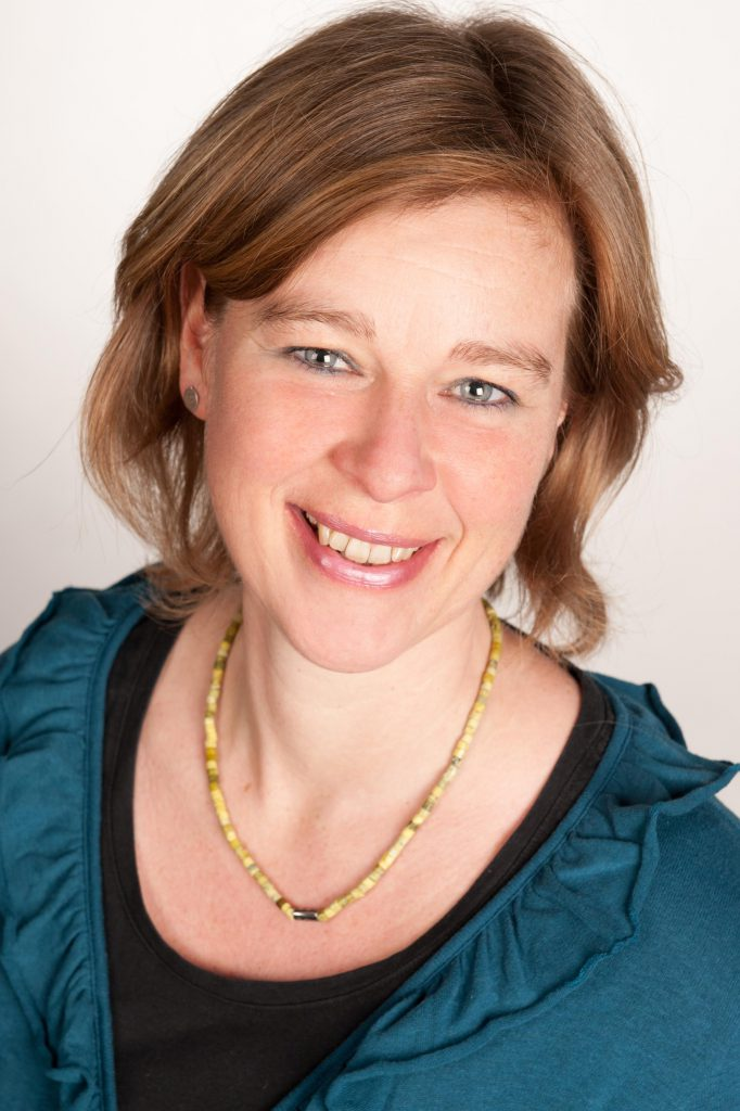 Astrid Ohms, Physiotherapeutin